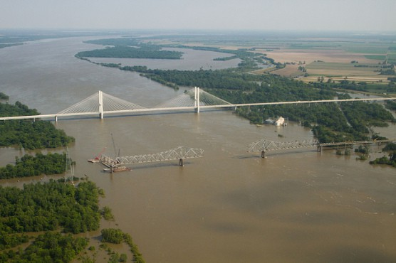 An aerial view of the Greenville Bridge spanning the Mississippi River. (Photo by USDA/flickr)