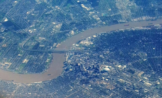Aerial view of the Mississippi River as it runs through New Orleans, La. (Photo by Ron Riering/flickr)