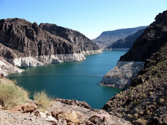 Lake Mead shows its 'bathtub ring' when water levels are low. (Photo by OakleyOriginals/flickr)