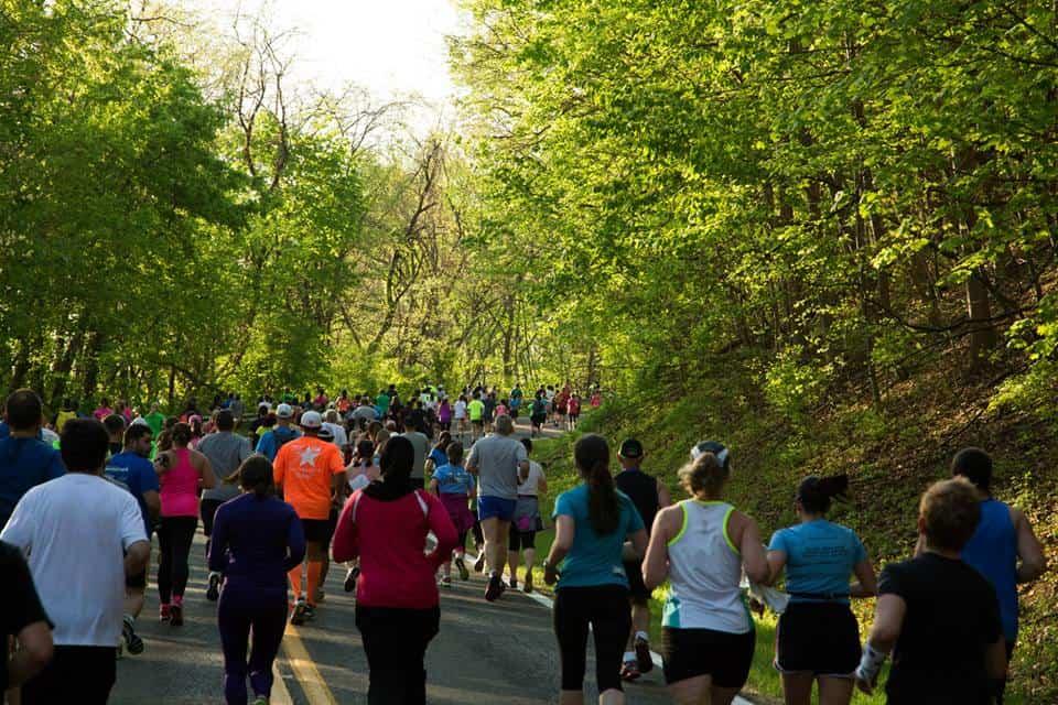 RunnersgoingupFishburn