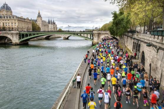 Runners hit the French capital's streets at the Paris Marathon. (© Javierjmt | Dreamstime.com)