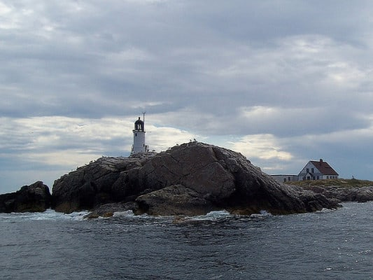 The lighthouse on White Island, which lies just off the coast of Rye, N.H. (Photo by InAweofGod'sCreation/flickr)