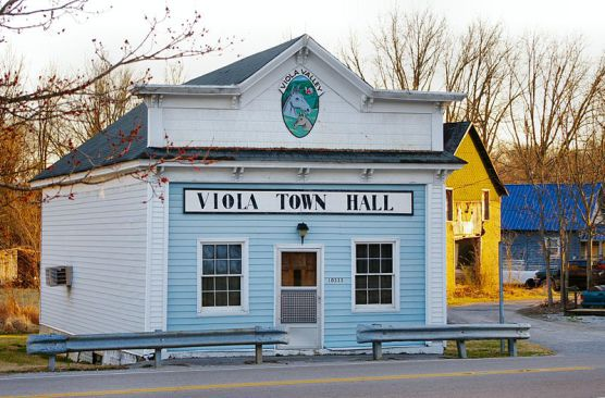 The Viola, Tennessee, Town Hall. (Photo by Wikimedia)