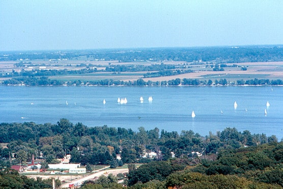 A view of the Illinois River from the Peoria Heights water tower. (Photo by Roger/flickr)