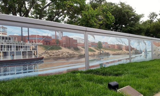 A stretch of the Flood Wall Murals in Paducah, Kentucky, where the race starts. (Photo by Carolyn Cuskey/flickr)